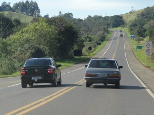 Boa parte dos acidentes de trânsito acontecem por imprudência. Já a maioria das colisões de veículos acontecem de frente.